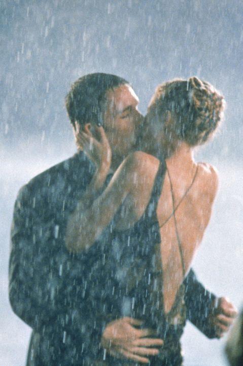 Endlich kann Finnegan Bell (Ethan Hawke, l.) seine große Liebe (Gwyneth Paltrow, r.) in die Arme schließen, doch das Glück ist nicht von Dauer ... - Bildquelle: 20 Century Fox
