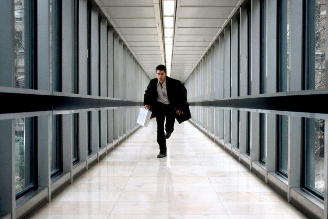 Obwohl sehr misstrauisch, willigt der junge Harvard-Absolvent und brillante Computer-Spezialist James Clayton (Colin Farrell) ein, bei der CIA einzu... - Bildquelle: SPYGLASS ENTERTAINMENT GROUP.LP.ALL RIGHTS RESERVED