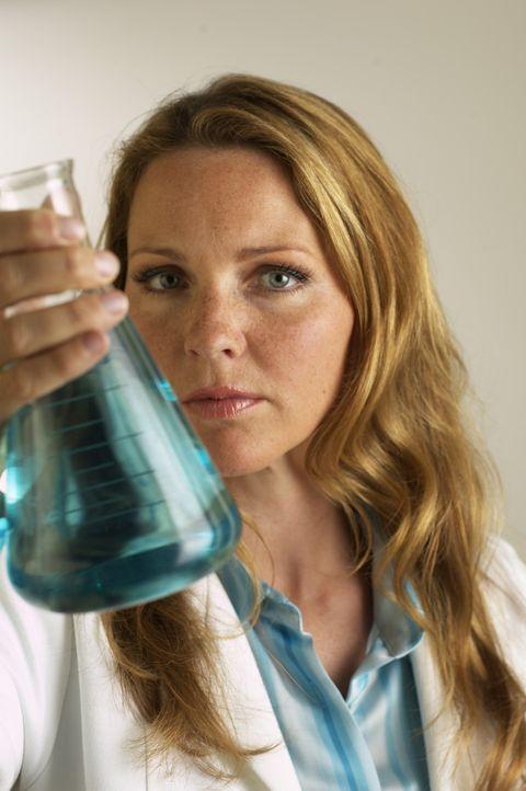 (1. Staffel) - Mit Charme löst  Dr. Natalie Durant (Kelli Williams) rätselhafte Erkrankungen ... - Bildquelle: CBS Television