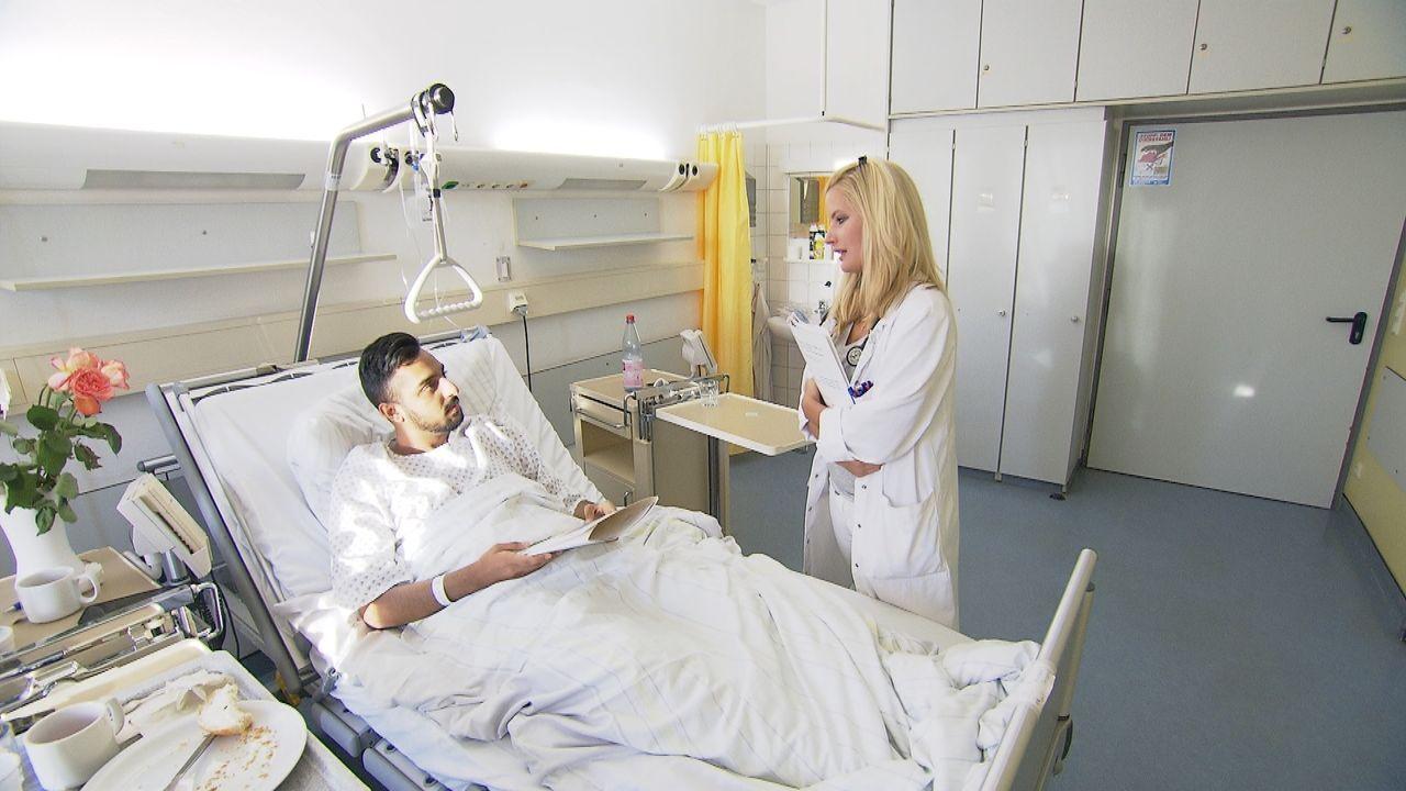 Selbst nach 24 Stunden Bereitschaftsstress und Dauerstress in der Notaufnahme hat Assistenzärztin Stefanie Richter (r.) ein Lächeln im Gesicht und k... - Bildquelle: Kabel Eins