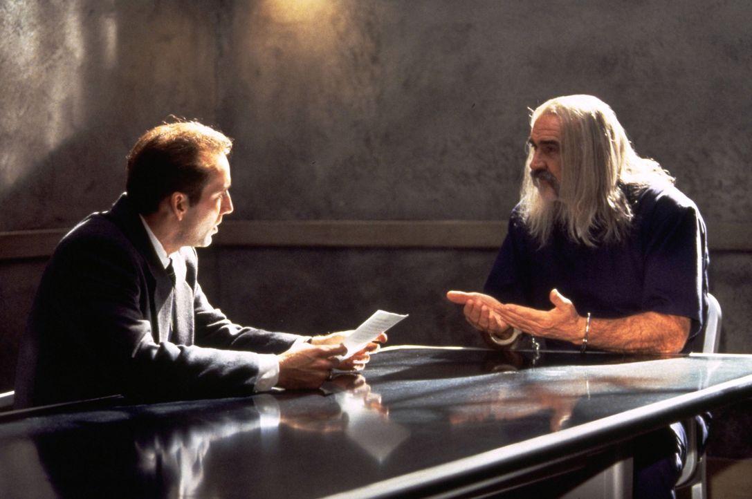 Die letzte Hoffnung von Dr. Stanley Goodspeed (Nicolas Cage, l.) ist der britische Spion John Mason (Sean Connery, r.), der einzige Mann, der jemals... - Bildquelle: Hollywood Pictures Company.  All rights reserved
