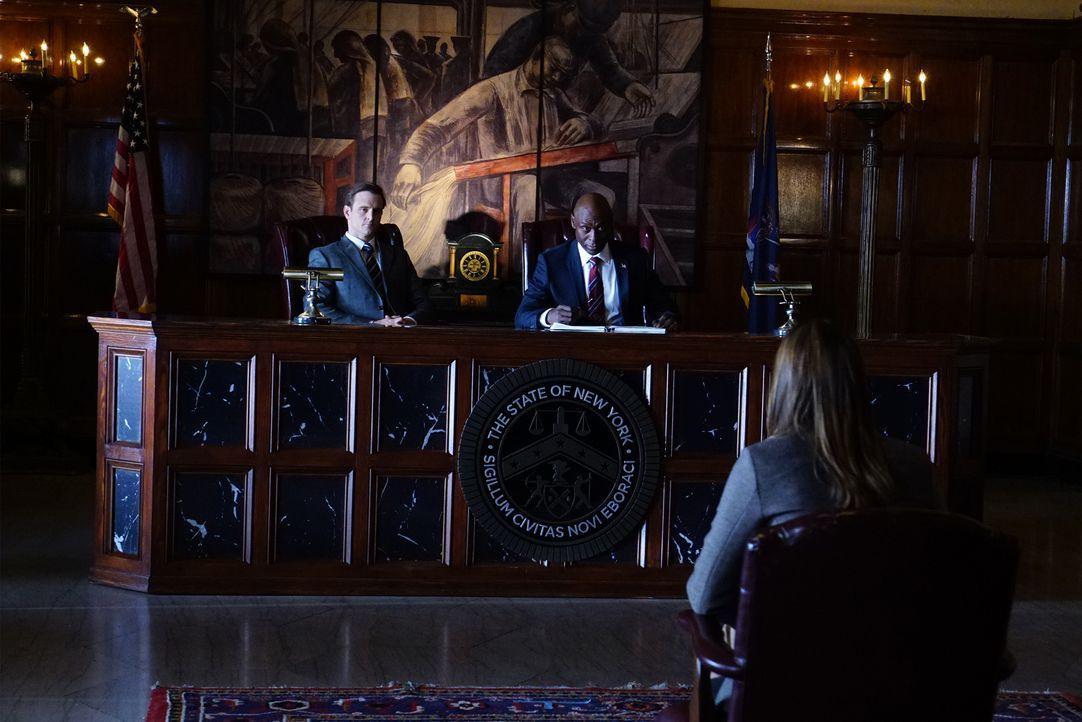 Eine Besprechung mit sehr hohen Vorgesetzten bringt Kate (Stana Katic, vorne) aus der Fassung ... - Bildquelle: Richard Cartwright ABC Studios
