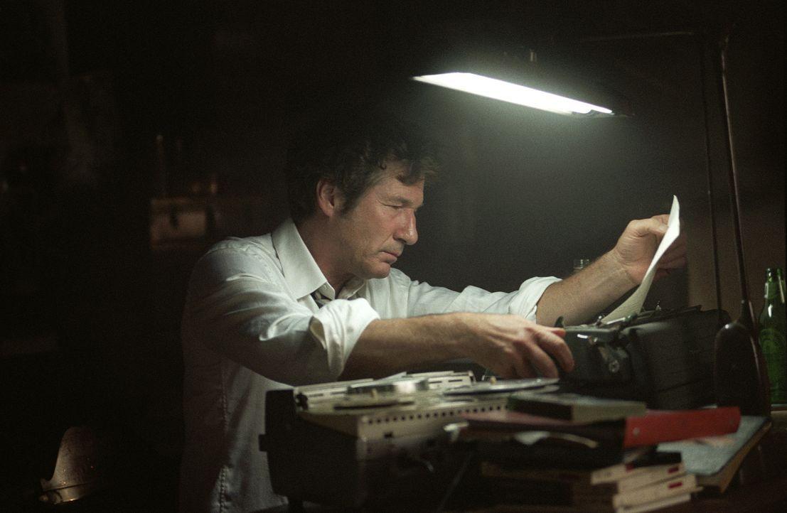 Der mittelmäßige Autor Clifford Irving (Richard Gere) entpuppt sich als genialer Hochstapler ...