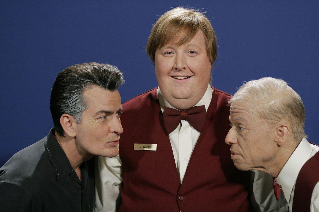 Ein Blick in die Zukunft: Charlie (Charlie Sheen l.), Jake (Brendan Patrick Connor, M.) und Alan (Jon Cryer, r.) ... - Bildquelle: Warner Brothers Entertainment Inc.
