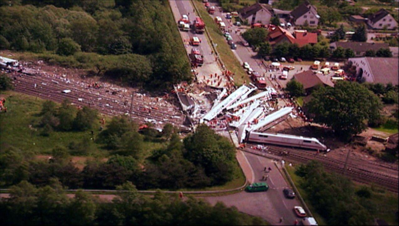 Die größten Tragödien: das verheerende Zugunglück von Eschede ... - Bildquelle: kabel eins