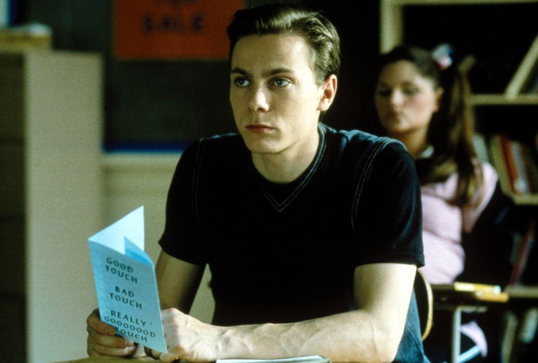 Der Neuling unter den Schülern, Dawson (Harley Cross), würde dem sühnenden Messermann gerne auf die Schliche kommen ... - Bildquelle: USA Network Inc.