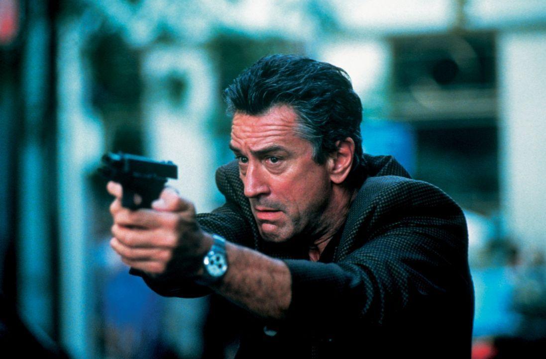 Für Chefermittler der New Yorker Mordkommission Frank Beetle (Robert De Niro) ist der Umgang mit den Medien das täglich Brot und er genießt es immer... - Bildquelle: New Line Cinema