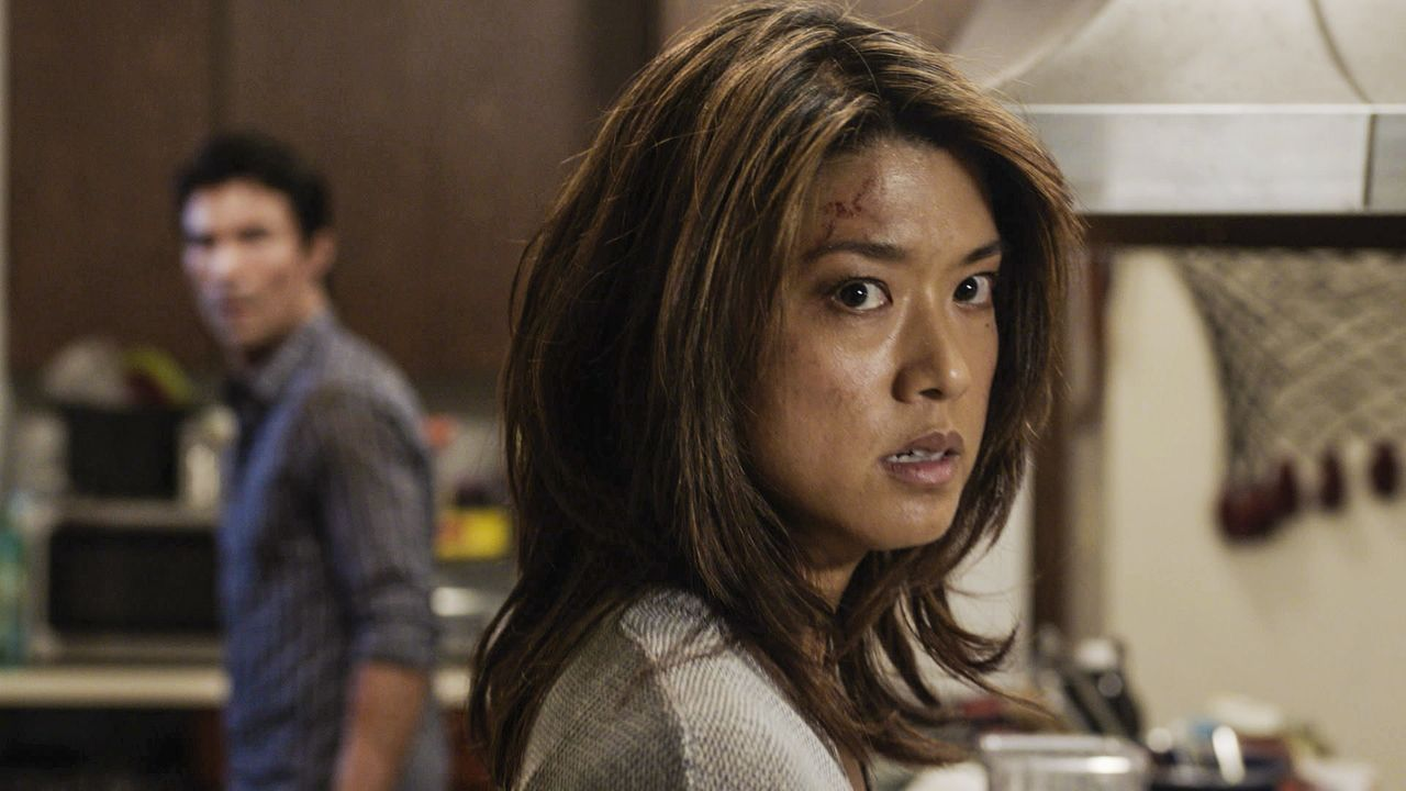 Als Kono (Grace Park) und Adam von einer Bande, die einem Todeskult angehört, entführt wird, entwickelt sich Halloween zum absoluten Albtraum. Wird... - Bildquelle: Norman Shapiro 2016 CBS Broadcasting, Inc. All Rights Reserved / Norman Shapiro