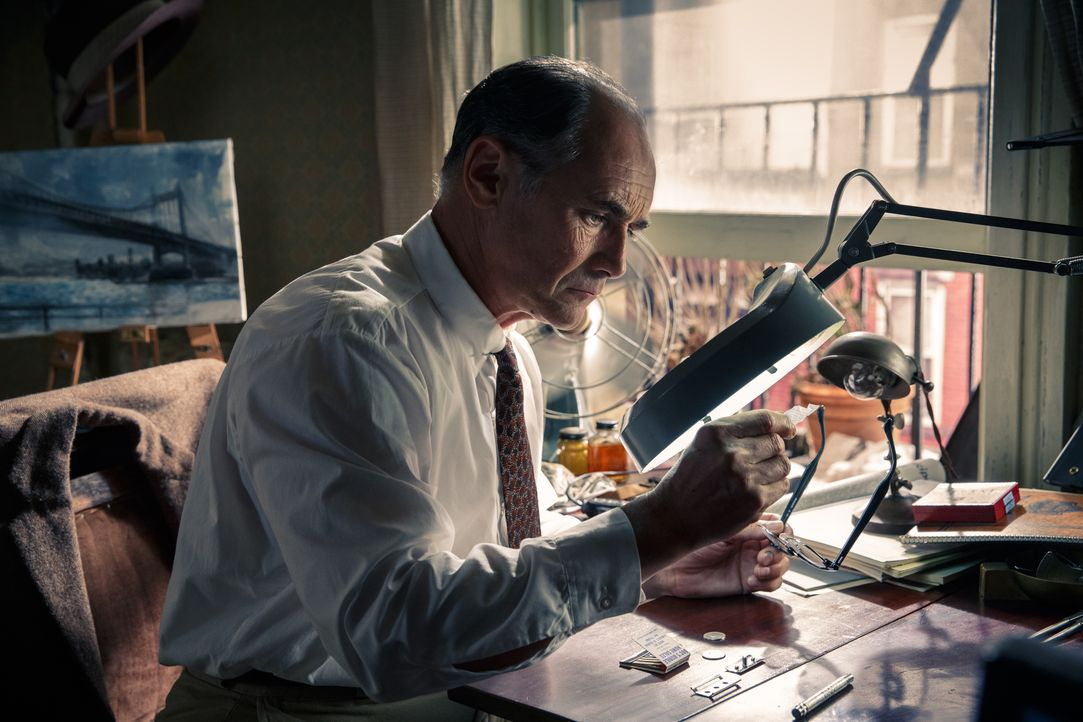 1957, als der Kalte Krieg auf einem Höhepunkt ist, gelingt den USA die Verhaftung des Sowjetagenten Rudolf Abel (Mark Rylance). Für seinen engagiert... - Bildquelle: DreamWorks II Distribution Co., LLC and Twentieth Century Fox Film Corporation. All Rights Reserved.