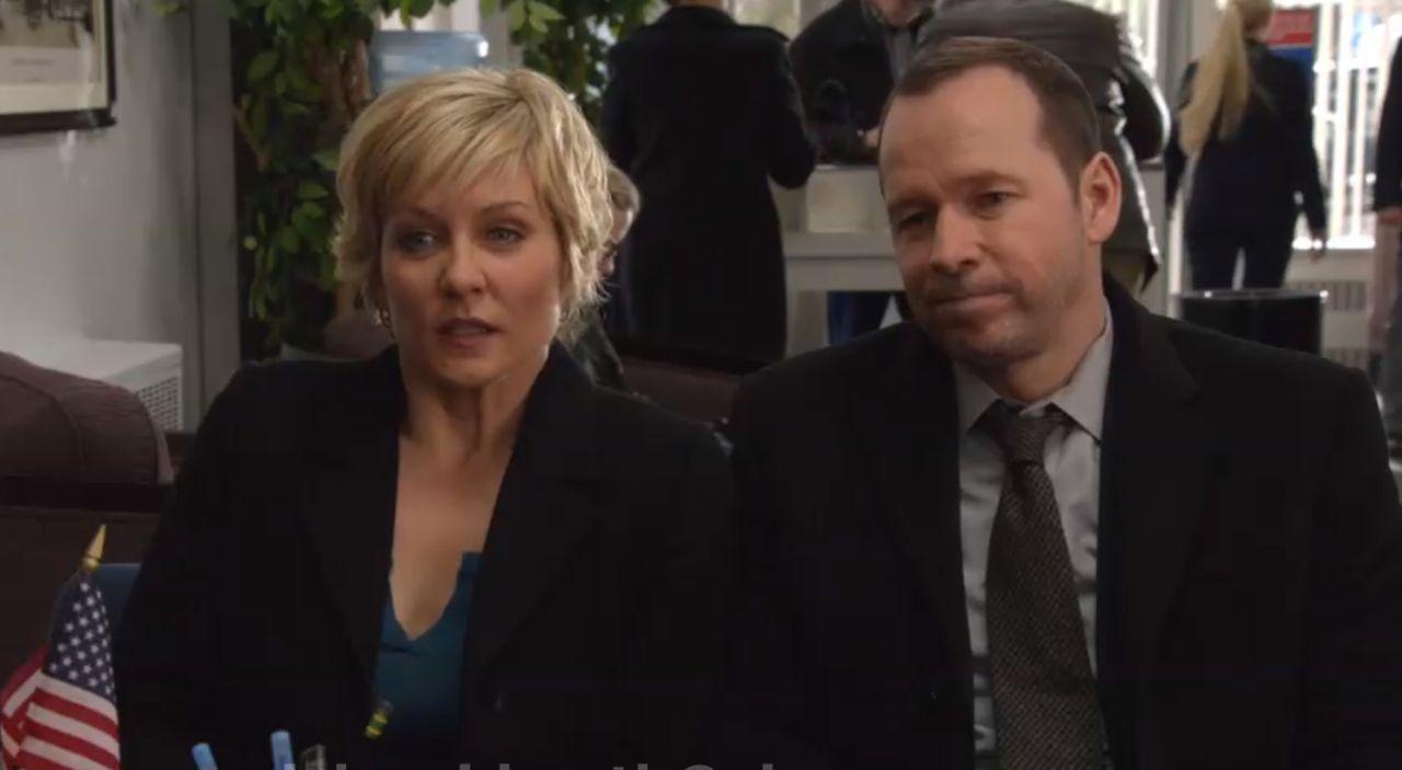 Danny (Donnie Wahlberg, r.) und seine Frau werden Opfer eines bewaffneten Banküberfalls. Die Gangster dürfen nicht erfahren, dass er ein Cop ist, so... - Bildquelle: Jojo Whilden 2014 CBS Broadcasting Inc. All Rights Reserved.
