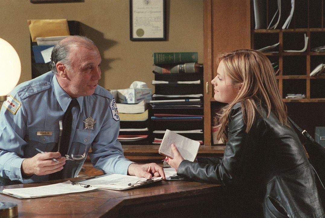 Wird von der Polizei in Arrest genommen: Nancy Drew (Maggie Lawson, r.) ... - Bildquelle: Buena Vista Television