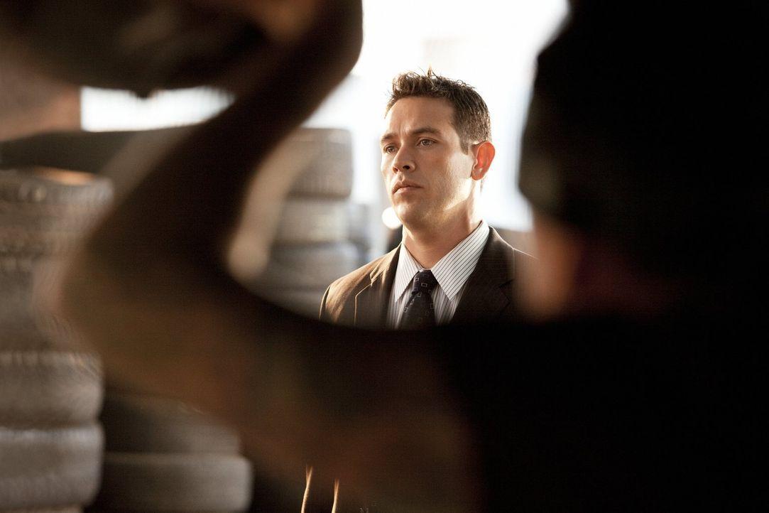 Zwei Jugendliche einer Straßengang werden erschossen aufgefunden. Nate (Kevin Alejandro) und sein Kollege kommen bald einem dunklen Geheimnis auf di... - Bildquelle: Warner Brothers