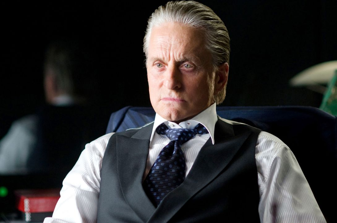 Das Spiel kann erneut beginnen: Gordon Gekko (Michael Douglas) ist auch nach 23 Jahren Knast immer noch ein Meister der Manipulation ... - Bildquelle: Barry Wetcher TM and © 2010 Twentieth Century Fox Film Corporation.  All rights reserved.  Not for sale or duplication. / Barry Wetcher