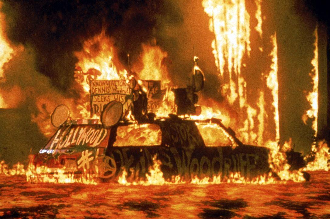 Los Angeles: Eine Erdspalte ist aufgerissen, und glühend heiße Lavaströme ergießen sich über die 'Stadt der Engel' ... - Bildquelle: 20th Century Fox