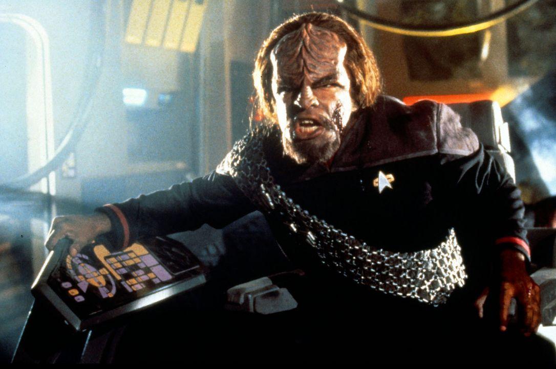 Worf (Michael Dorn) kämpft verbissen um sein Leben, während Cochrane un Riker in einem Wettlauf mit der Zeit den ersten Warp-Flug vorbereiten. Den... - Bildquelle: Paramount Pictures
