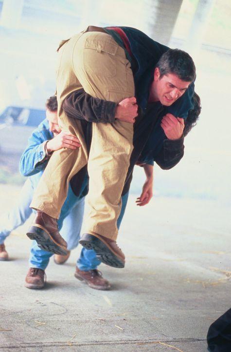 Gelingt es Pete Jensen (Joe Lando) doch noch, die Bürger der Stadt rechtzeitig in Sicherheit zu bringen? - Bildquelle: Cinetel Films Inc.