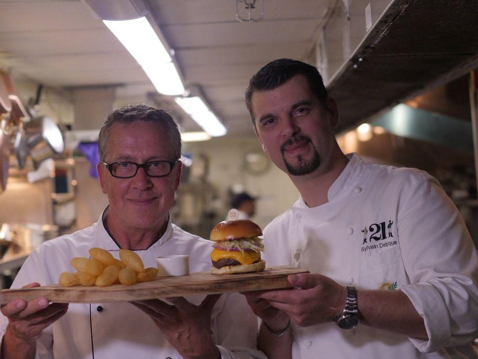 Dirk Hoffmann (l.) begibt sich auf Weltreise, um die Lieblingsgerichte der Deutschen zu finden. In den USA sucht er nach dem besten Burger ... - Bildquelle: kabel eins