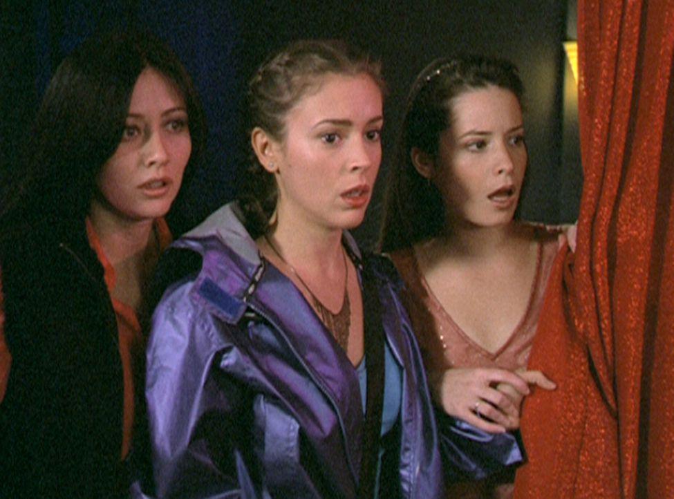 (v.l.n.r.) Prue (Shannen Doherty), Phoebe (Alyssa Milano) und Piper (Holly Marie Combs) trauen ihren Augen nicht ... - Bildquelle: Paramount Pictures