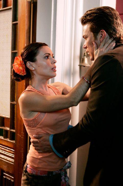 Die wahre Liebe?: Phoebe (Alyssa Milano, l.)  und Dex (Jason Lewis, r.) ... - Bildquelle: Paramount Pictures