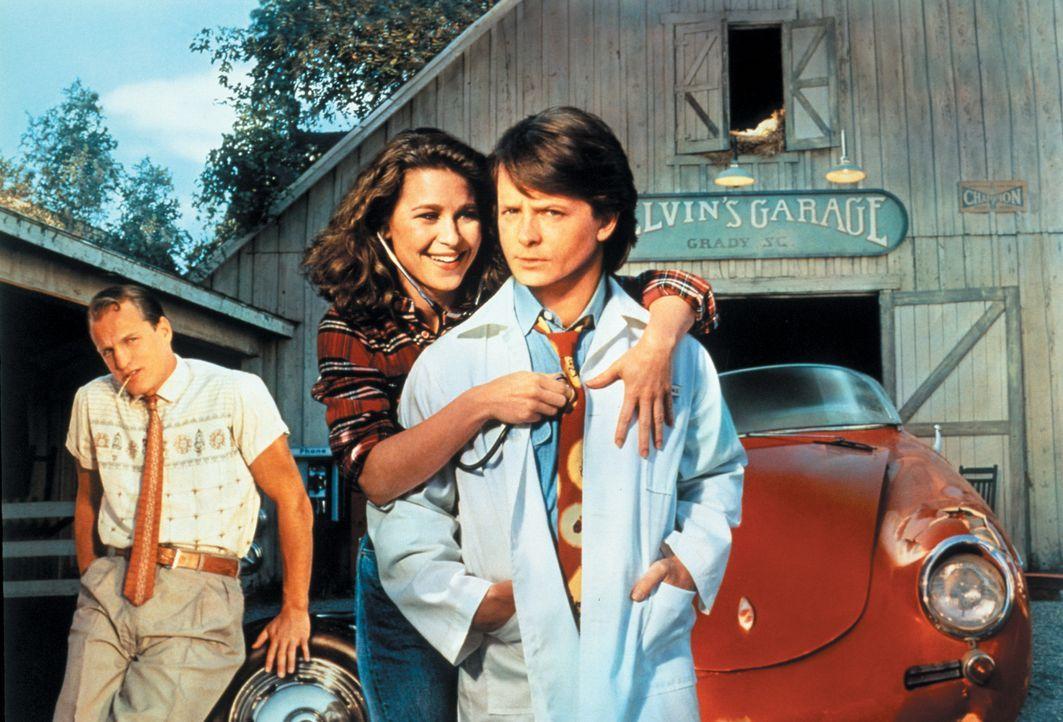 Ben (Michael J. Fox, r.) erkennt, dass er zu Lou (Julie Warner, M.) nach Grady gehört. Und Lou, obwohl sie eigentlich Hank (Woody Harrelson, l.) hei... - Bildquelle: Warner Bros.