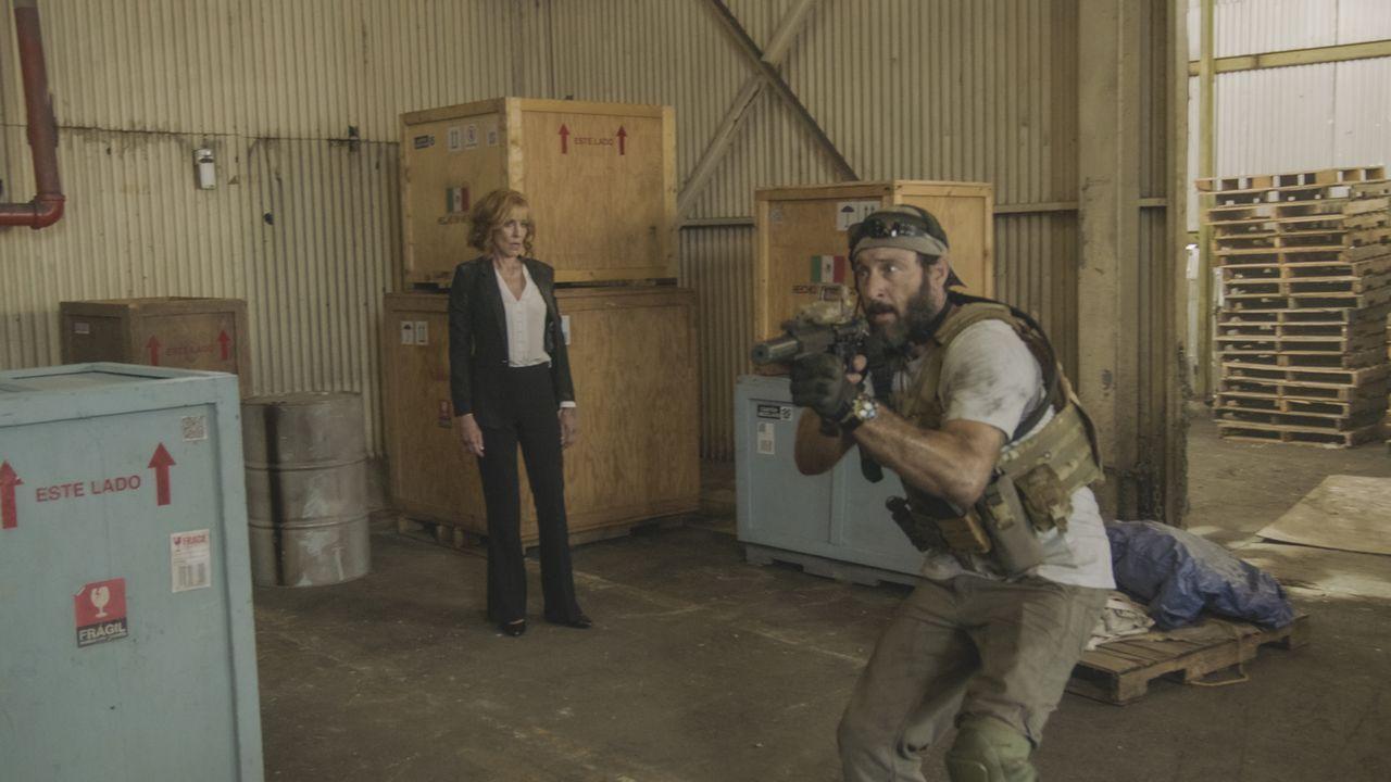 Doris McGarrett (Christine Lahti, l.); Steve McGarrett (Alex O'Loughlin, r.) - Bildquelle: 2019 CBS Broadcasting, Inc. All Rights Reserved.