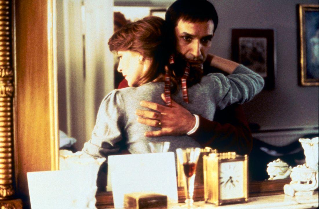 Emma (Patricia Hodge, l.) ahnt nicht, dass ihr Mann Robert (Ben Kingsley, r.) von ihrem Verhältnis weiß ... - Bildquelle: Paramount Pictures