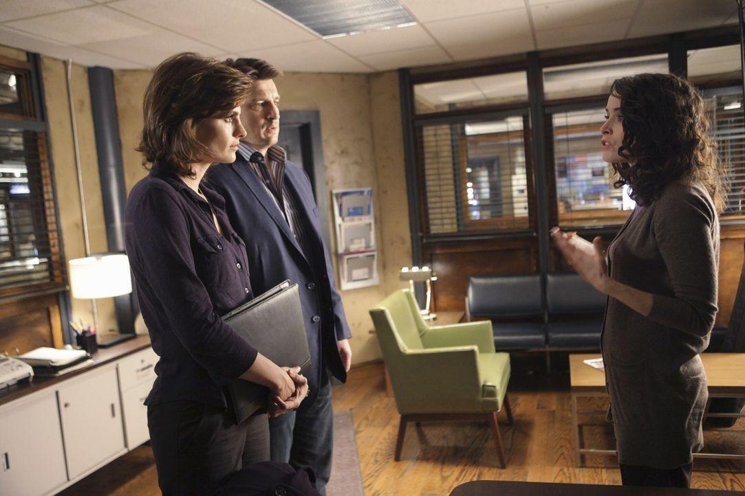 Castle (Nathan Fillion, M.) und Beckett (Stana Katic, l.) staunen nicht schlecht als plötzlich Sarah (Abigail Spencer, r.) vor ihnen steht und behau... - Bildquelle: ABC Studios