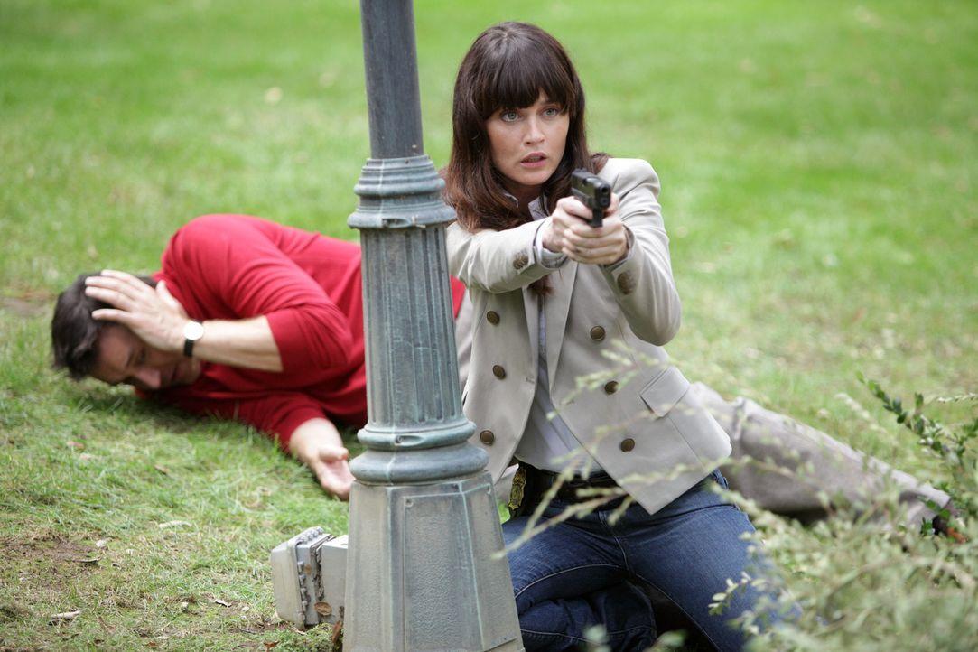 Während der Ermittlungen geraten Teresa (Robin Tunney, r.) und Walter Mashburn (Currie Graham, l.) in große Gefahr ... - Bildquelle: Warner Bros. Television