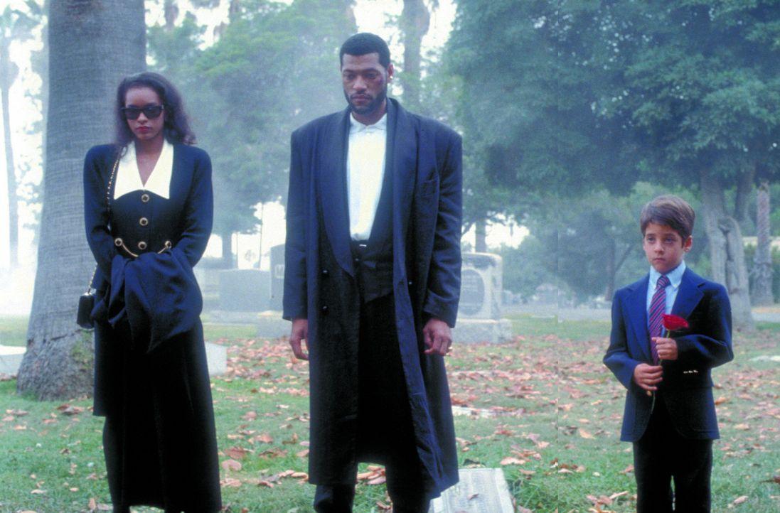 Wieder hat ein Mitglied des Drogensyndikats das Zeitliche gesegnet: Betty McCutcheon (Victoria Dillard, l.) und David Jason (Jeff Goldblum, M.) bei... - Bildquelle: Warner Bros.