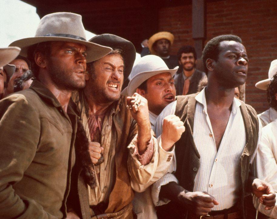 Nach einer heftigen Prügelei haben Cat Stevens (Terence Hill , l), Cacopoulos (Eli Wallach, M.) und Thomas (Brock Peters, r.)  gut lachen ... - Bildquelle: Paramount Pictures