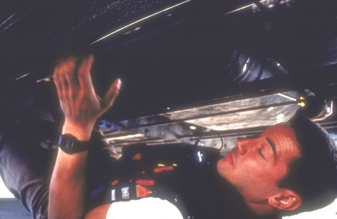 Verzweifelt versucht Jack (Keanu Reeves), die am Bus befestigte Bombe zu entschärfen ... - Bildquelle: Twentieth Century Fox of Germany