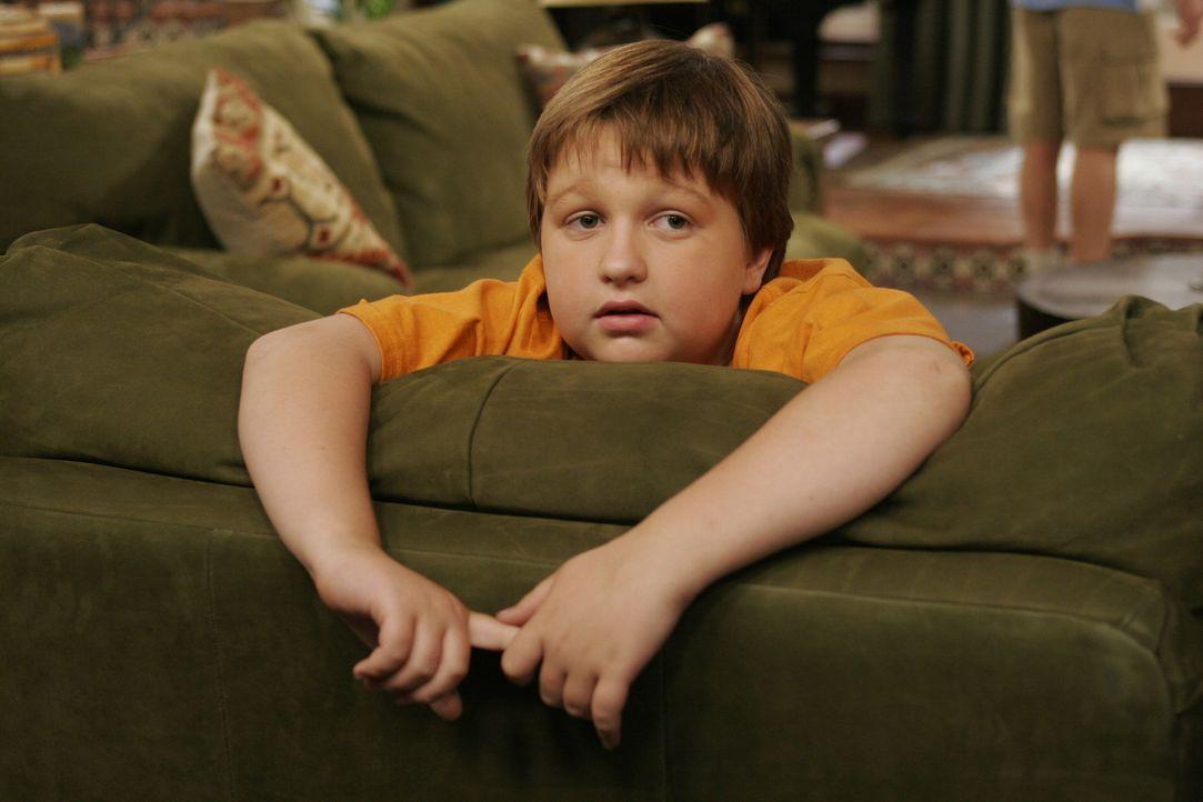 Beobachtet den Streit zwischen seinem Vater und seinem Onkel: Jake (Angus T. Jones) ... - Bildquelle: Warner Brothers Entertainment Inc.