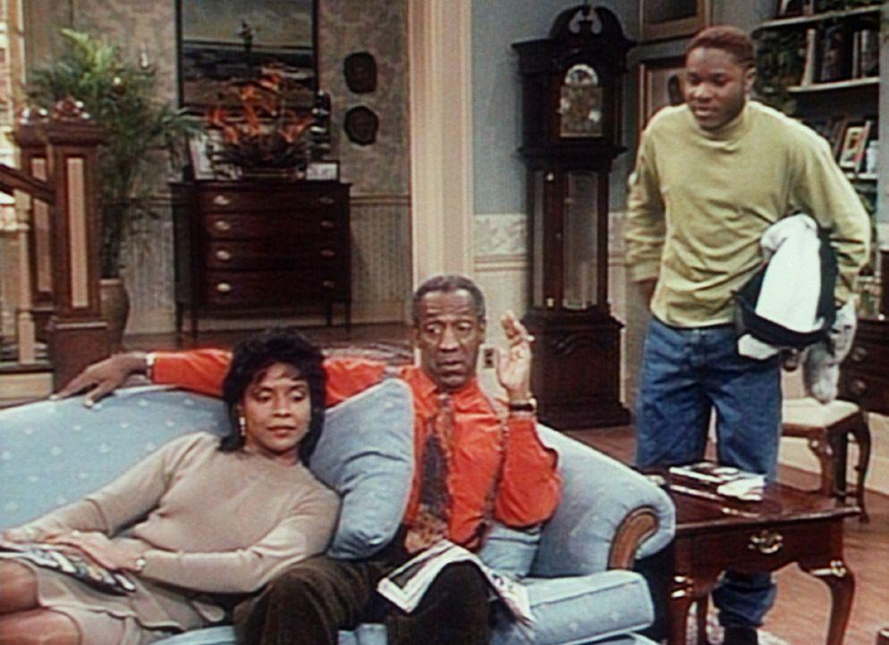 Theo (Malcolm-Jamal Warner, r.) erklärt Cliff (Bill Cosby, M.) und Clair (Phylicia Rashad, l.), dass es noch wichtigere Dinge gibt, als seine Nase... - Bildquelle: Viacom
