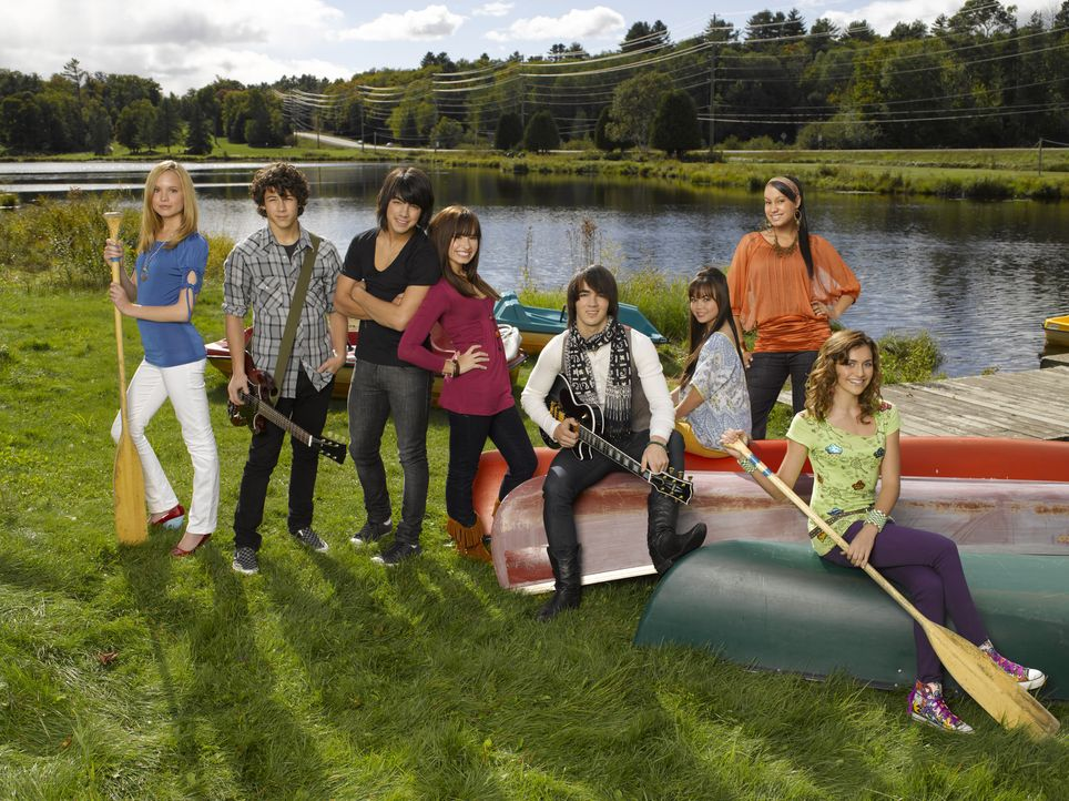 Verbringen einen Sommer voller Höhen und Tiefen im Camp Rock: (v.l.n.r.) Tess (Meaghan Jette Martin), Nate (Nick Jonas), Shane Gray (Joe Jonas), Mi... - Bildquelle: 2007 DISNEY CHANNEL. All rights reserved.