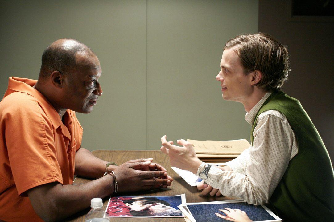 Bei seinen Ermittlungen stößt Reid (Matthew Gray Gubler, r.) auf Eric Miller (Tony Todd, l.), den Ex-Mann einer Ermordeten. Doch hat er wirklich e... - Bildquelle: Touchstone Television