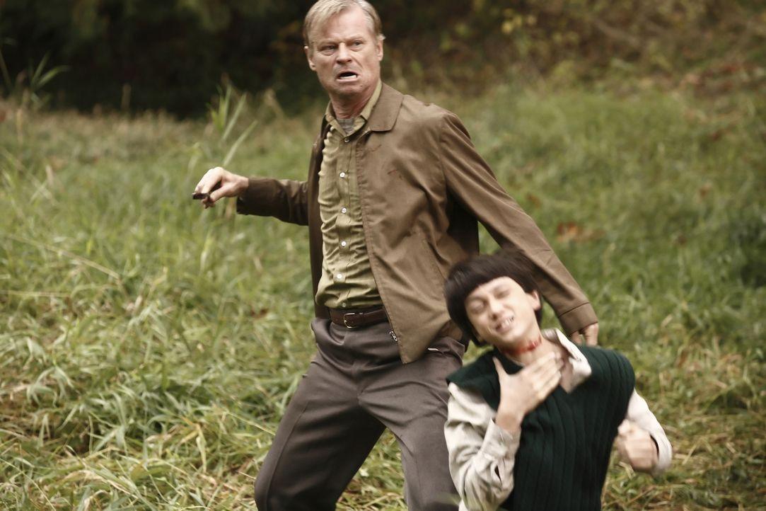 Im Alter von zehn Jahren musste Jacob King mit ansehen, wie sein Zwillingsbruder von einem Serienkiller (Finn Michael, l.) brutal ermordet wurde, he... - Bildquelle: Nu Image