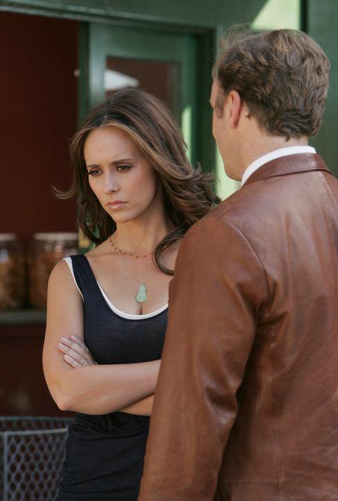 Melinda (Jennifer Love Hewitt, l.) wird, seit dem sie aus dem Krankenhaus entlassen wurde, von einem Geist bedrängt. Sie sucht Rat bei Professor Ric... - Bildquelle: ABC Studios