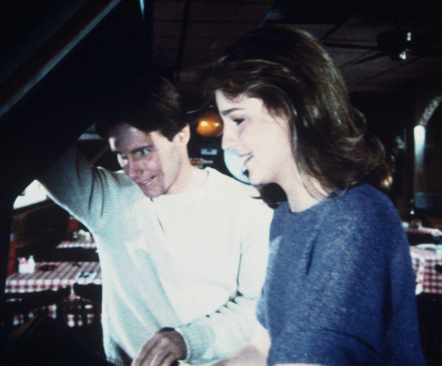 Lizzy (Helen Hunt, r.) und Garth (John Hammond, l.) schließen Freundschaft. - Bildquelle: Worldvision Enterprises, Inc.