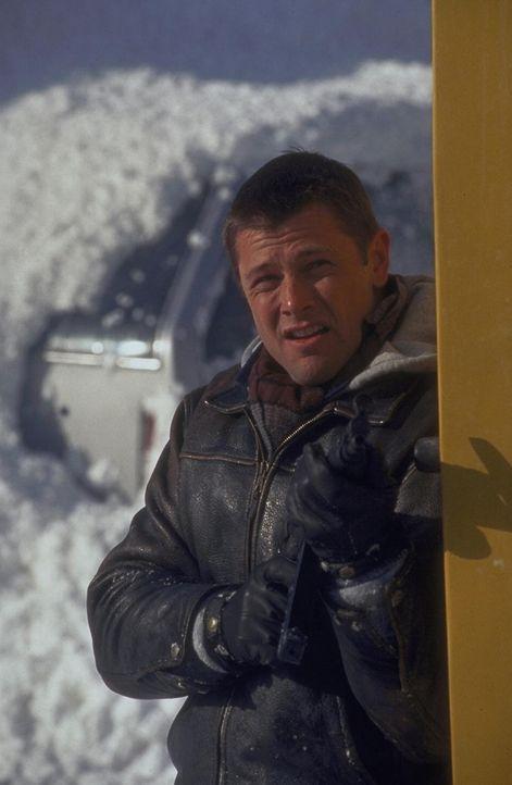 Inspektor Robert Drake (Grant Show) kämpft gegen die eisige Hölle .... - Bildquelle: Trimark Pictures