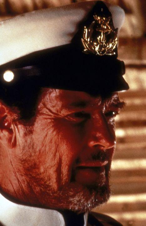 Der zwielichtige Pirat Lord Dobbs (Roger Moore) hat stets nur eines im Sinn: seinen eigenen Vorteil. - Bildquelle: Universal Pictures