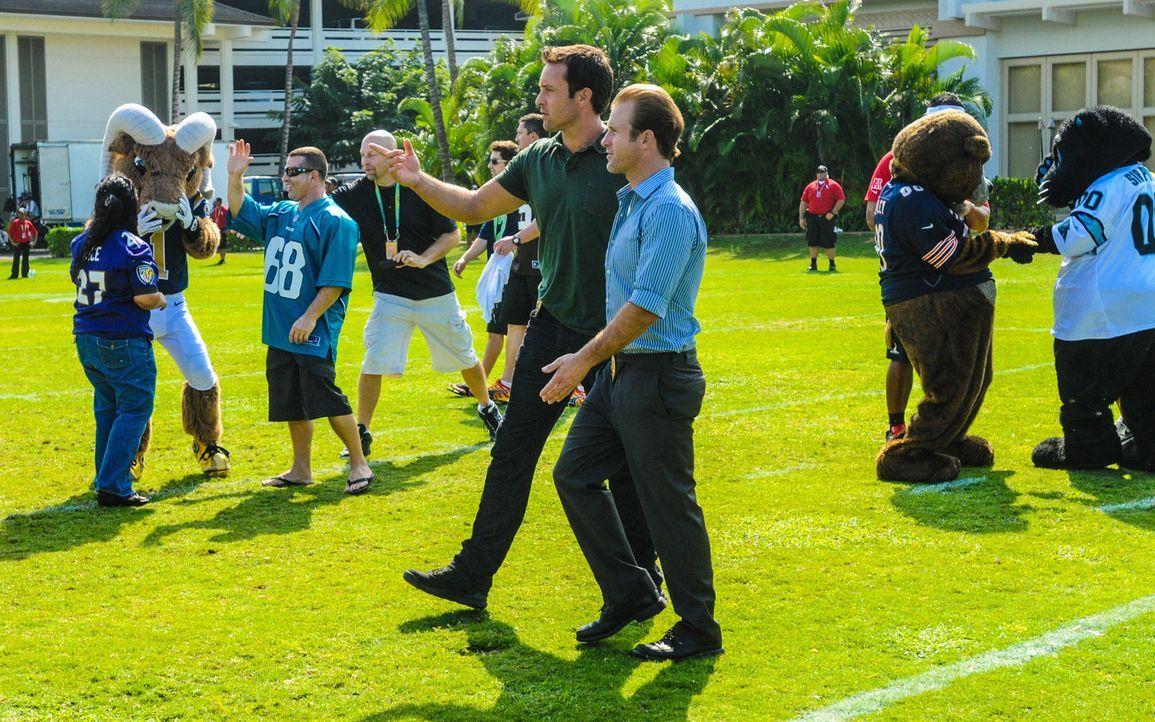 """Während des """"Pro-Bowl""""-Wochenendes auf Hawaii untersucht das Five-0-Team den Mord an einem hochrangigen Mitarbeiter einer Technologie-Firma. Danny (... - Bildquelle: 2013 CBS Broadcasting, Inc. All Rights Reserved."""
