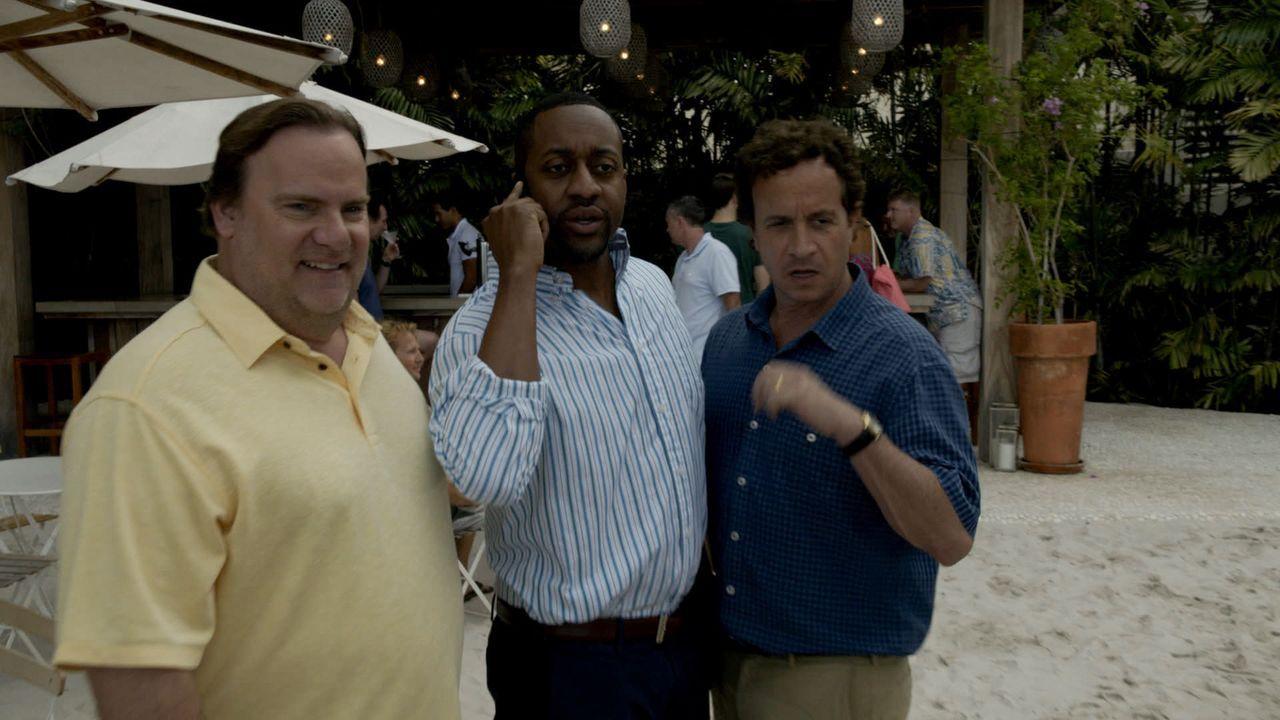 Noch ahnen Mickey Dickson (Kevin Farley, l.), Nolan Fremont (Jaleel White, M.) und Jake Lockhard (Pauley Shore, r.) nicht, dass sie bald unter Mordv... - Bildquelle: 2015 CBS Broadcasting Inc. All Rights Reserved.