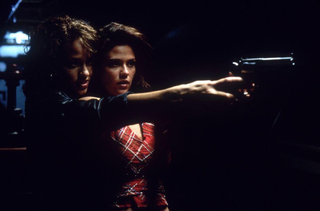 Für Maya (Leila Arcieri, l.) und Brittney (Susan Ward, r.) steht alles auf dem Spiel und ihnen ist jedes Mittel recht, um ihr Ziel zu erreichen ... - Bildquelle: Columbia Pictures