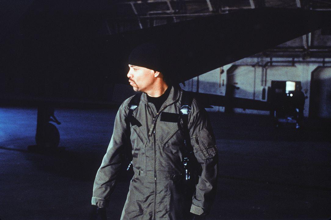 """Dem ehemaligen US-Kampfflieger Owen Turner (Ice-T) gelingt es nicht nur, den Regierungskampfbomber """"Stealth Fighter"""" zu stehlen, sondern zu allem Üb... - Bildquelle: Artisan Entertainment"""
