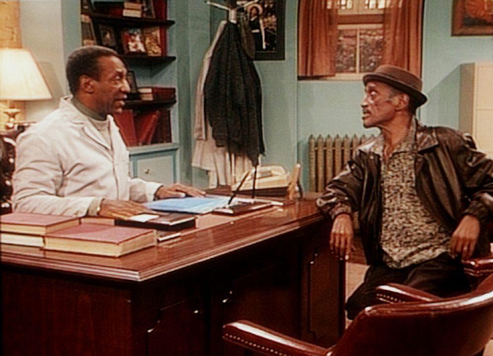 Ray Palomino (Sammy Davis jr., r.) verspricht dem Frauenarzt Cliff (Bill Cosby, l.), sich nun endlich um seine Enkelin zu kümmern. - Bildquelle: Viacom