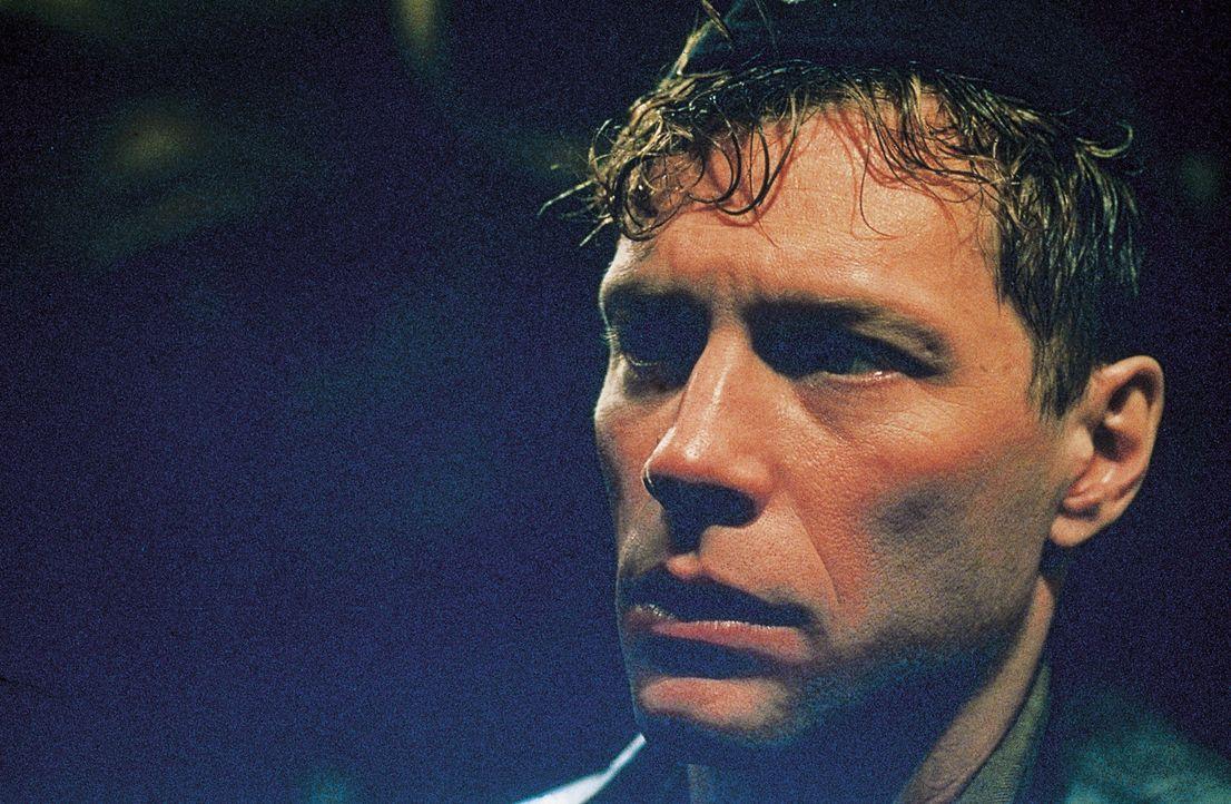 Lt. Pete Emmett (Jon Bon Jovi) - Bildquelle: 2000. Universal Pictures (USA), Dino de Laurentiis & CANAL +. All rights reserved.