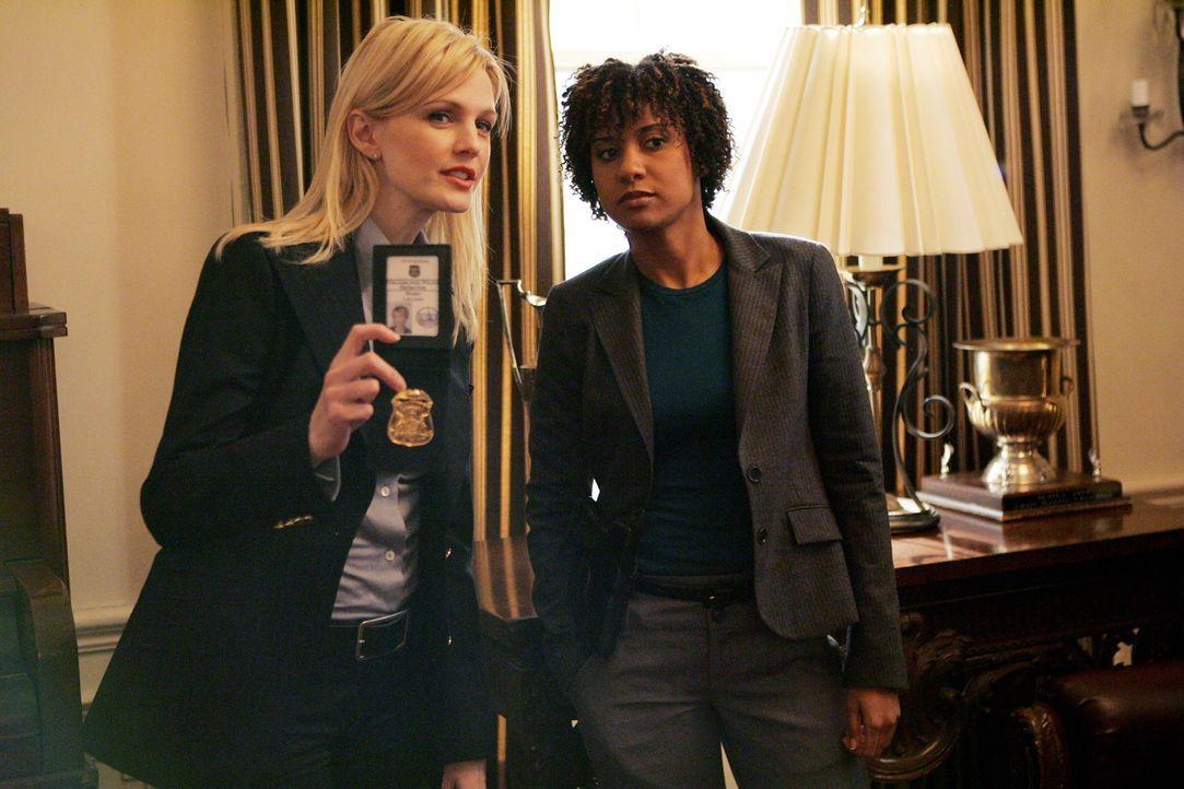 Auf der Suche nach der Wahrheit: Det. Lilly Rush (Kathryn Morris, l.) und Kat Miller (Tracie Thoms, r.) - Bildquelle: Warner Bros. Television