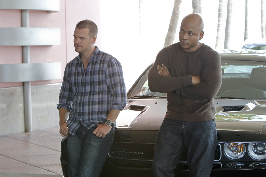 Ermitteln in einem neuen Fall: Callen (Chris O'Donnell, l.) und Sam (LL Cool J, r.) ... - Bildquelle: CBS Studios Inc. All Rights Reserved.