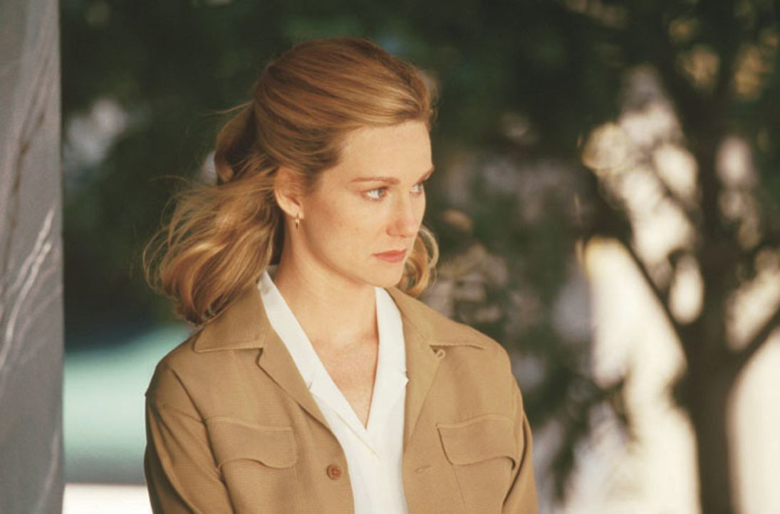 Kate Whitney (Laura Linney) - Bildquelle: Warner Brothers International