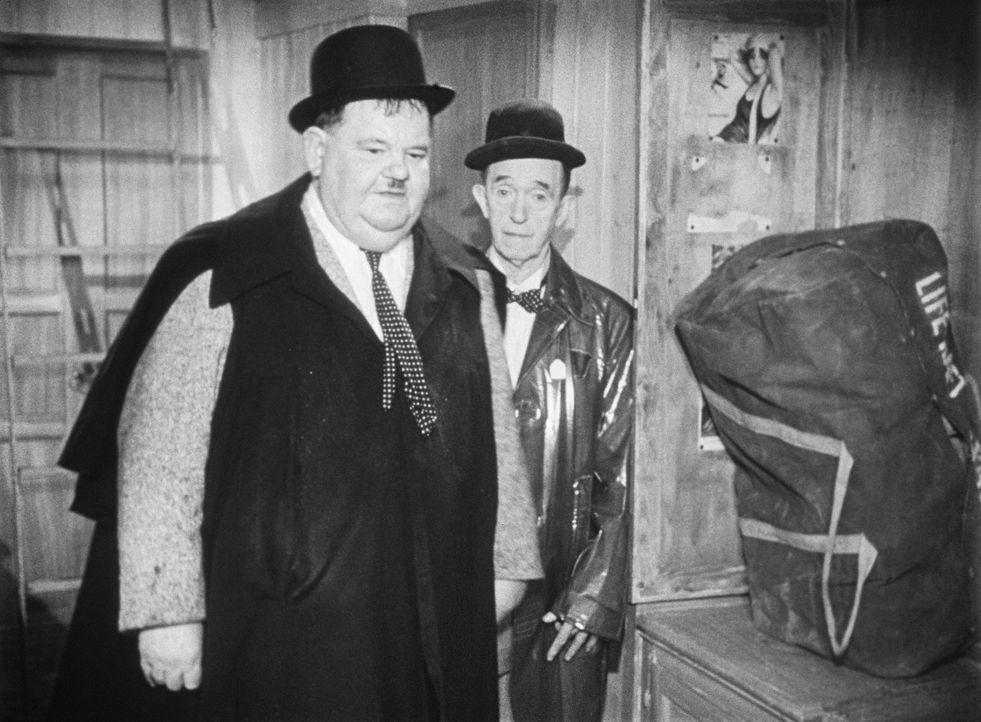 Ollie (Oliver Hardy, l.) und Stan (Stan Laurel, r.) haben zwar ein Boot geerbt, sind aber absolut nicht seetüchtig ... - Bildquelle: Exploitation Pictures Inc.